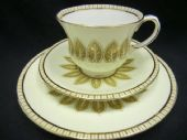Aynsley elegant tea trio - stylised leaves on cream